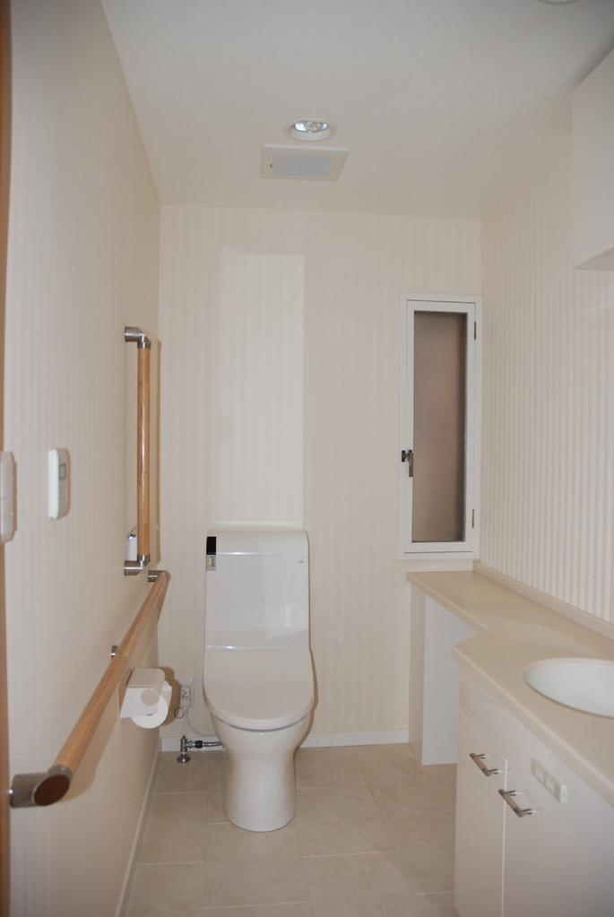 Hさんの家(世田谷区) 車椅子対応トイレ1