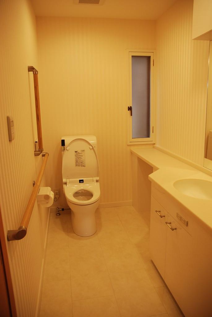 Hさんの家(世田谷区) 車椅子対応トイレ2