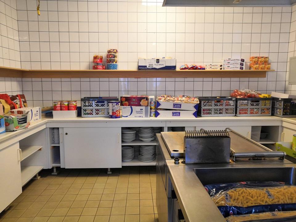Kücheneinkäufe sind angekommen: jetzt heißt es sortieren!