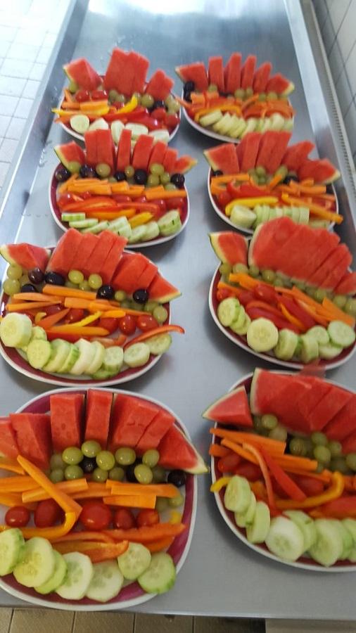 Gemüse- und Obstteller bei der Brotzeit am Abend