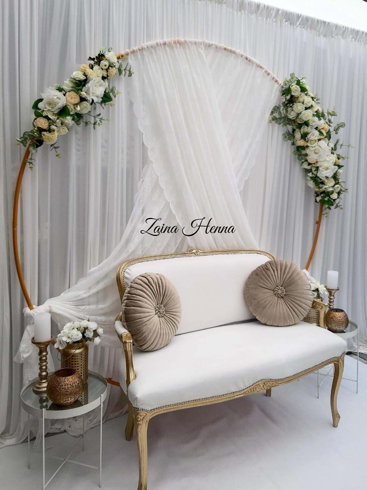 Queen Anne Bank achterwand bloemen cirkel wit (bijzet tafels en accessoires goud) €210,-