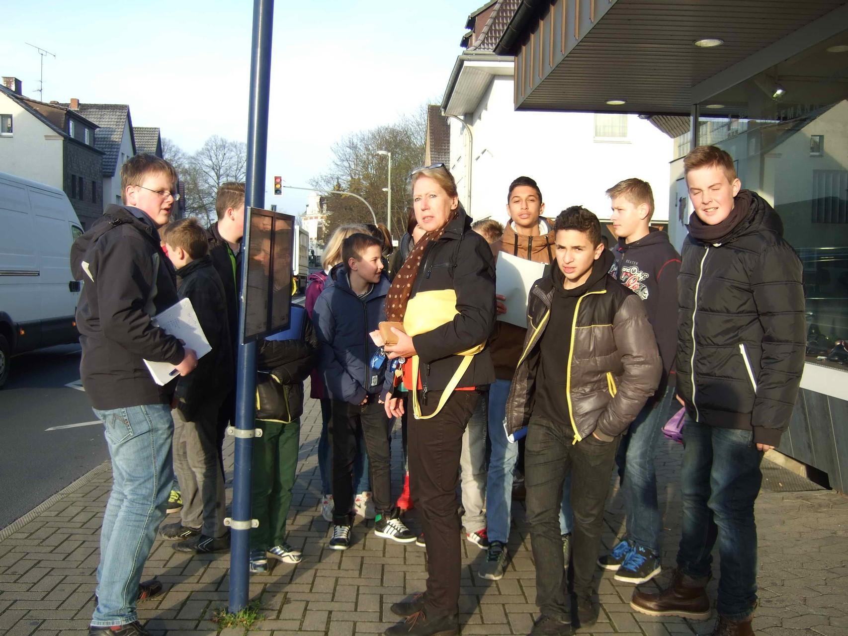 Morgens an der Bushaltestelle