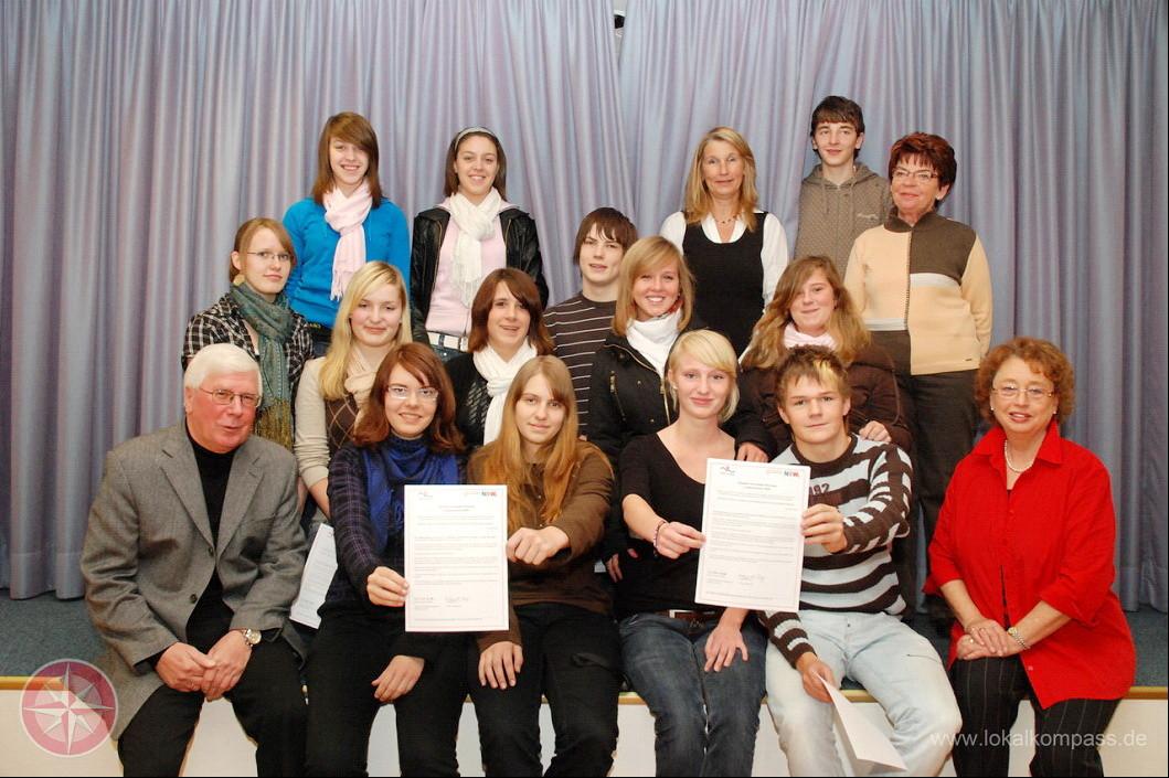 Große Freude über die ersten Ehrenamtszertifikate im Oktober 2008 (Foto: Albrecht)