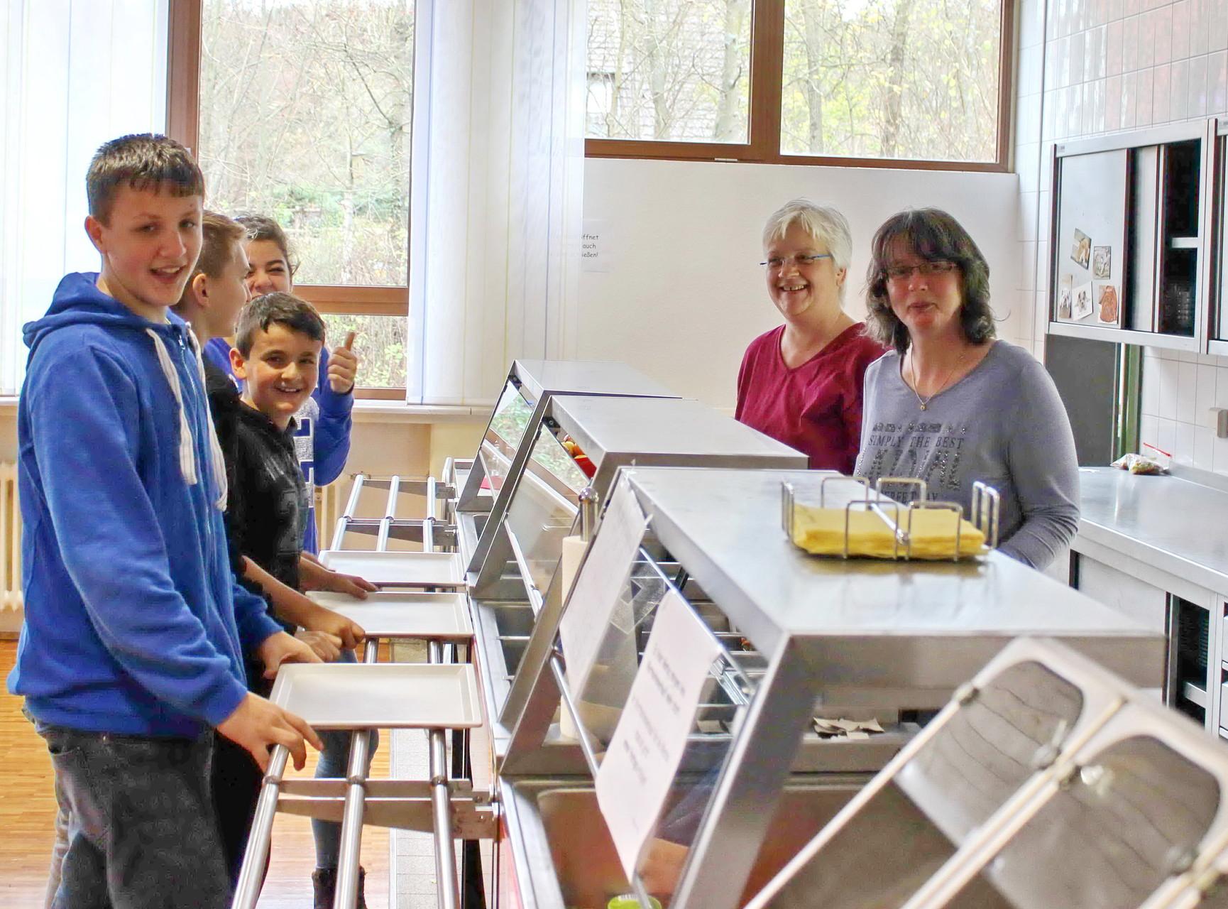 Auch Christiane Risse sorgt für die Verpflegung der Schüler und Schülerinnen.