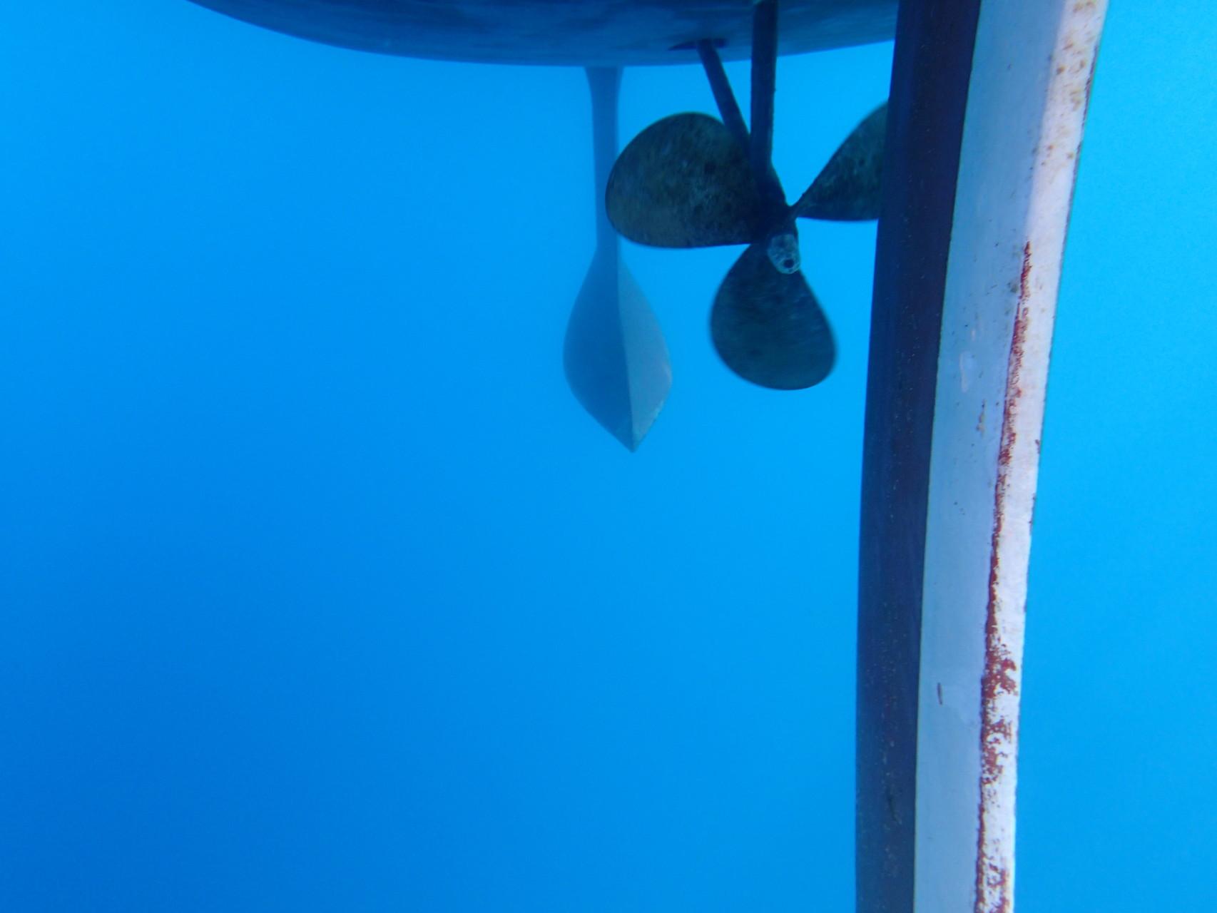 Yacht von unten