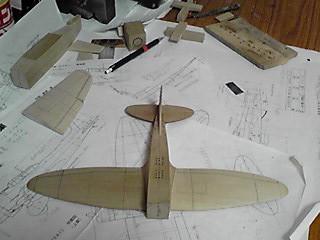 だいぶ飛行機の形になってきました(2013.11.11)
