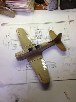 エンジンと操縦席のフードを作りました(2012.12.30)