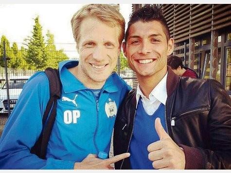 Mit Glück und Können könnte Athanassios Kotsabassidis aus Frankfurt mit Comedian und Fußball-Fan Oliver Pocher zusammen gegen den BVB spielen.