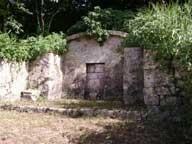 本部御殿の墓