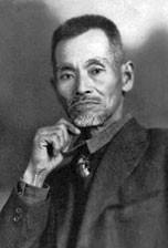 屋部憲通(1866-1937)。松村宗棍の愛弟子。朝基の一番の親友だった。