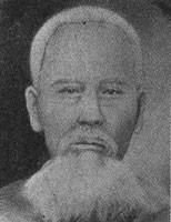 豊見城親方盛綱(1829 - 93)。五大名門の一つ、毛氏豊見城家16世。王国末期の著名な政治家であり、また朝基先生が槍術、馬術、空手の達人として紹介する首里貴族。