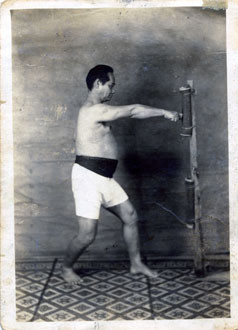 巻藁突き(一本拳)、大正15年