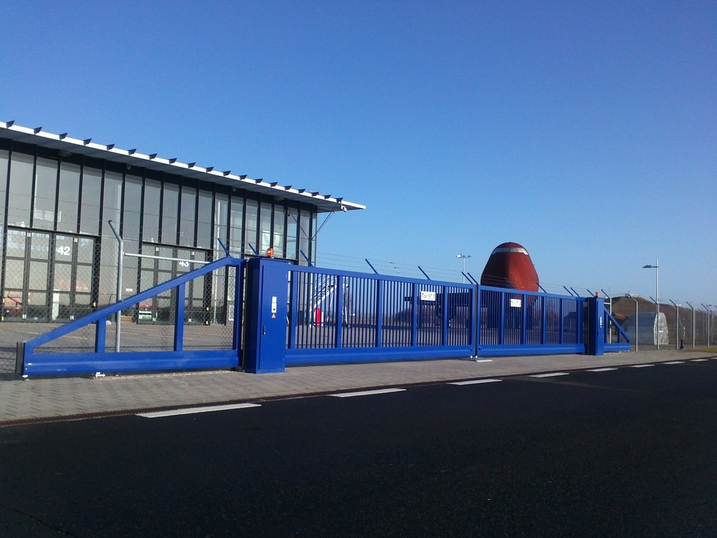 Havarietore für Flughäfen nach ICAO- Standard - 2flügelige gegenläufig, frequenzgesteuert --> dadurch Öffungsgeschwindigkeit von 0,8m/s