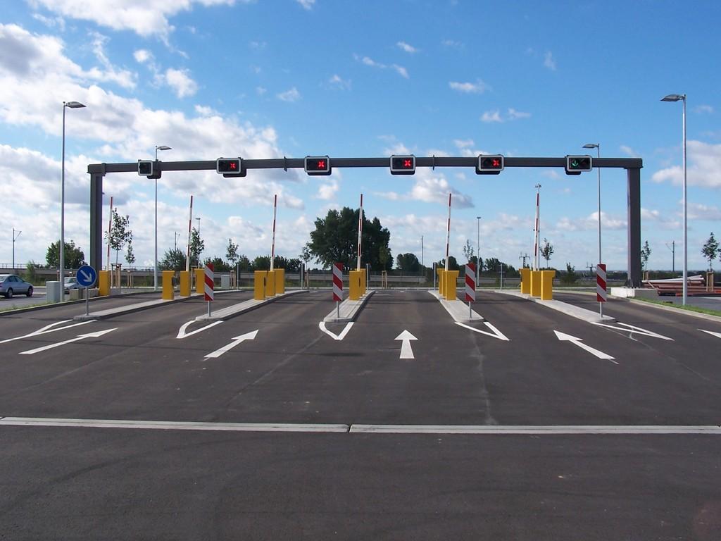 Ampelbrücken, nebst Schrankenanlagen und dazugehöriger SPS-Steuerungen beherrschen wir.