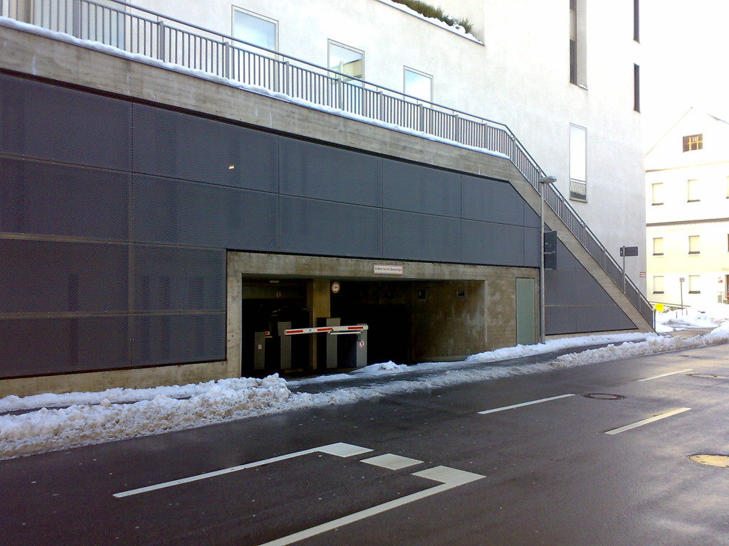 Für Straßenbauämter konstruieren und fertigen wir Streckmetallfassaden.