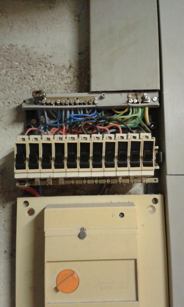 Ancien tableau électrique de plus de 30 ans