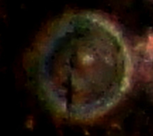 """orbe """"annulaire""""  apparu  à environ 35 cm en  hauteur par rapport à un miroir au sol - Sony W 170 - DR"""