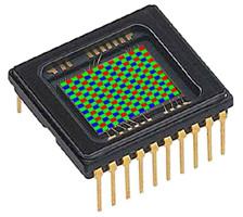 Capteur CCD avec son filtre RGB (exagéré pour donner une idée de ce filtre)