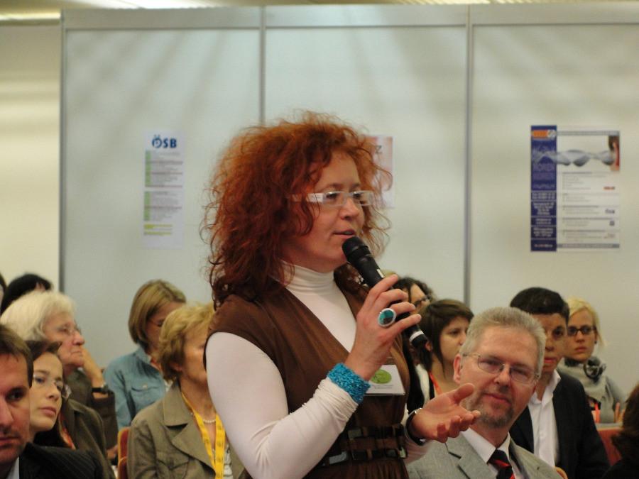 Moderatorin der Podiumsdiskussion Mag. Isabella Scheiflinger