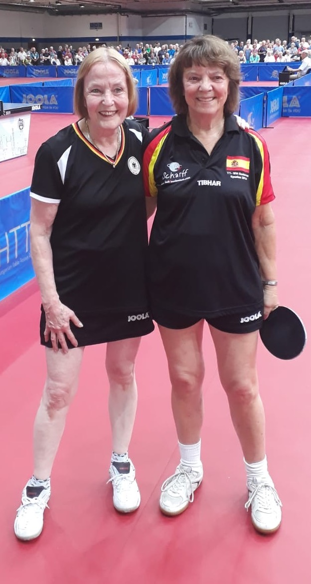 Jutta Baron (rechts) mit ihrer Endspielgegnerin