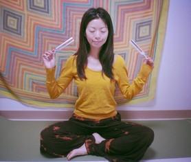 音叉ヒーリングを瞑想に取り入れる代表shanti 明日香