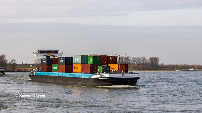 conatiner barge on the rhine