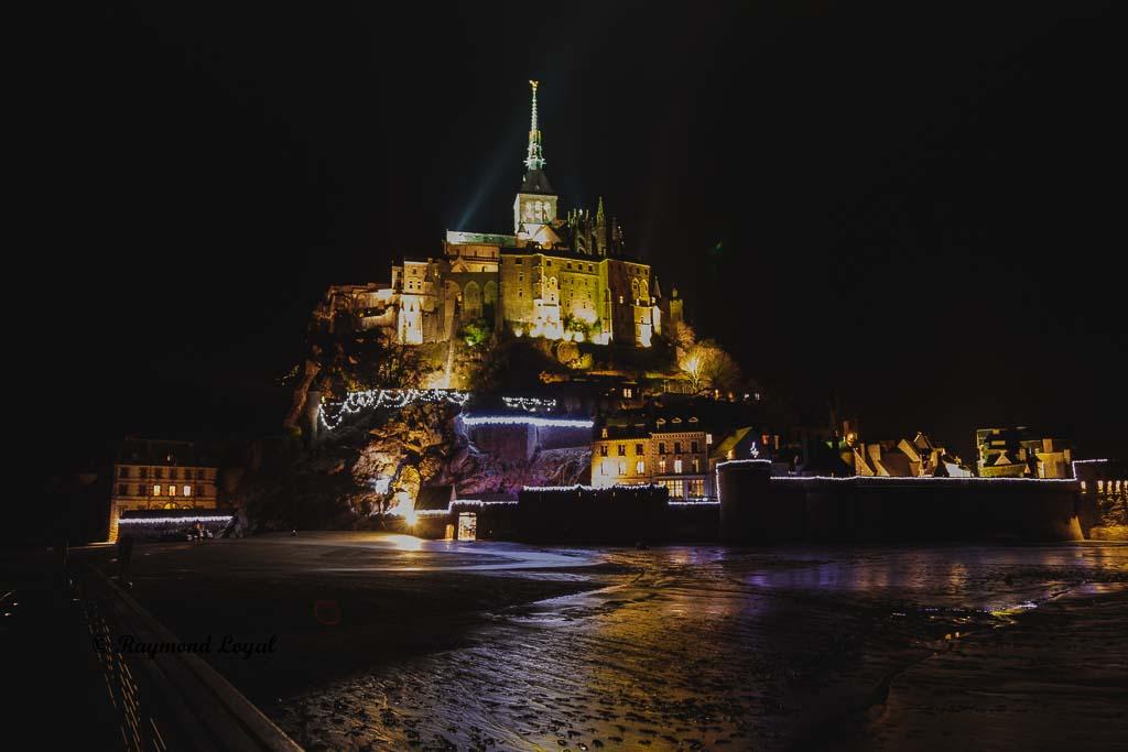 le mont saint-michel at night long-exposure