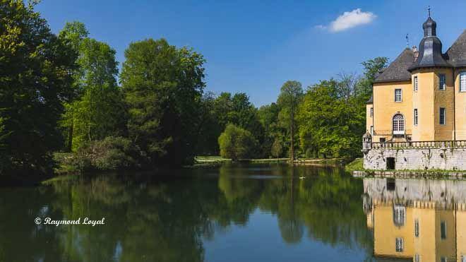 schloss dyck hochschloss wassergraben spiegelung landschaftsgarten