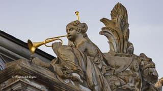 schloss augustusburg giebel ornament suedseite