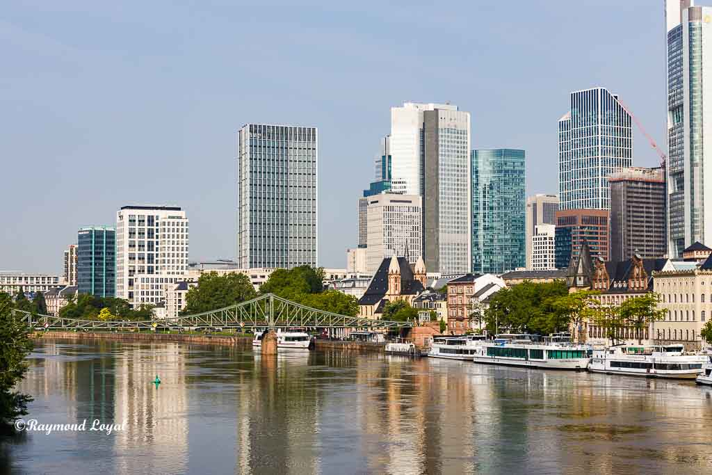 frankfurt city skyline image