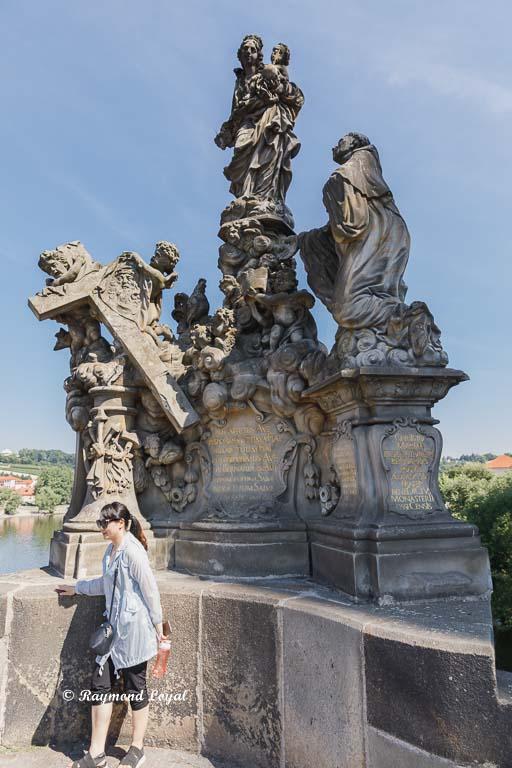 prague charles bridge sculpture