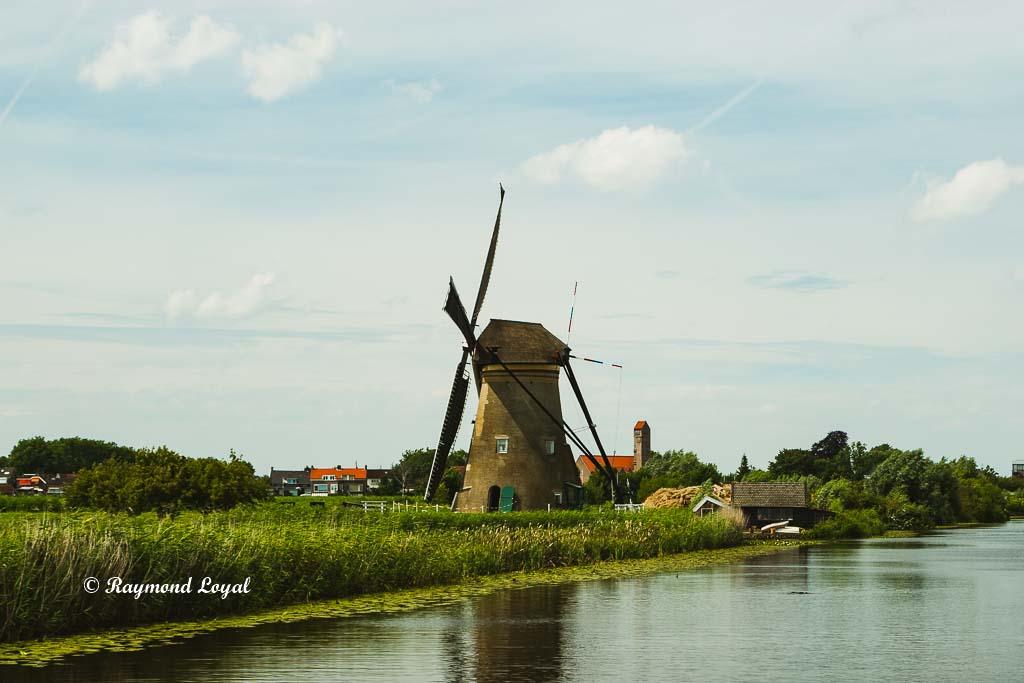 kinderdijk windmill nederwaard no one