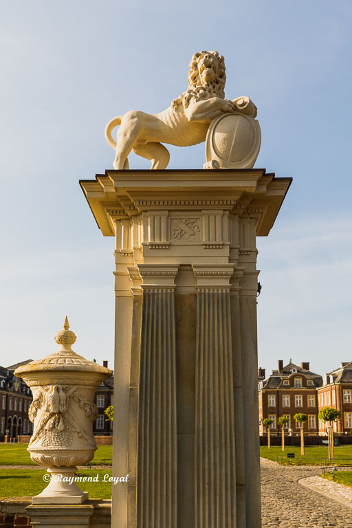 nordkirchen palace lions gate left gate post