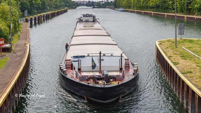 rhein-herne-kanal schleuse gelsenkirchen schiff