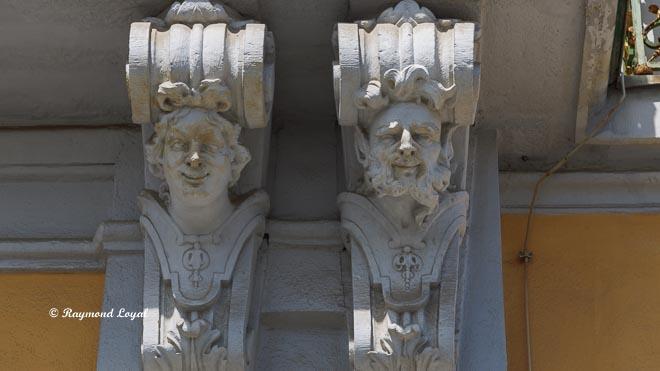 schloss augustusburg bruehl konsolen mit blattornamentik suedfassade