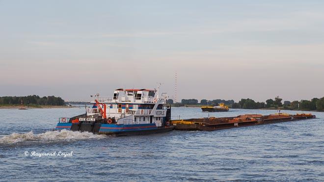 schubschiff veerle auf dem rhein