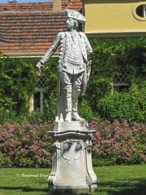 statue friedrich ii schloss sanssouci