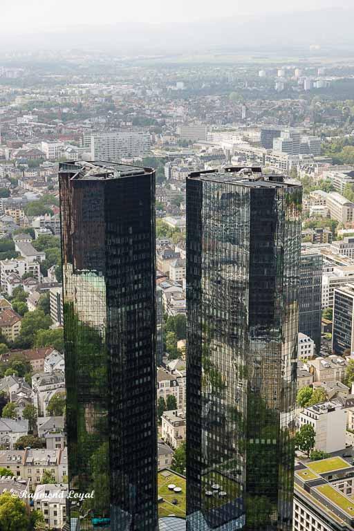 frankfurt main skyscrapers reflektionen