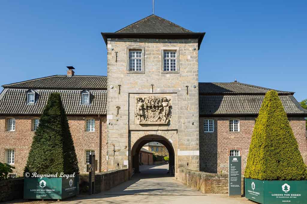 castle dyck gate tower