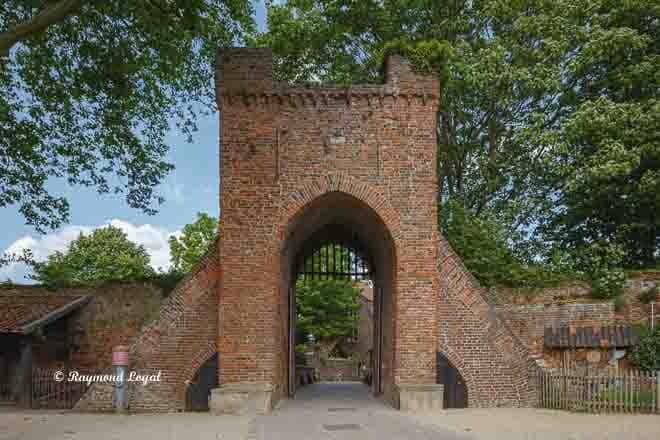 burg linn vorburg toranlage