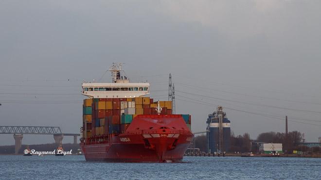 nord-ostsee-kanal brunsbuettel container-schiff
