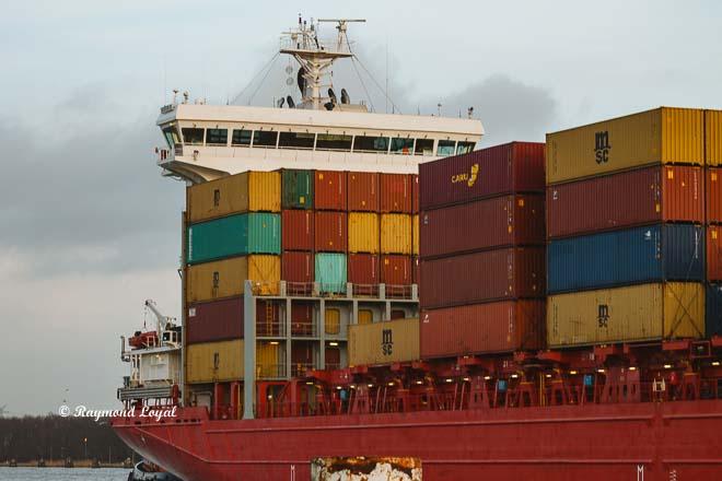 container feeder schiff schleuse brunsbuettel