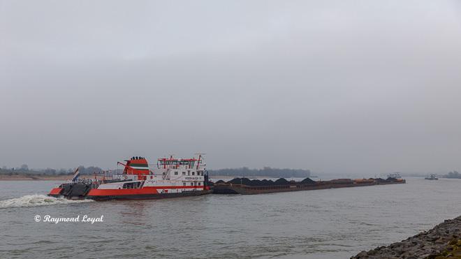 veerhaven ix pusher boat on the rhine