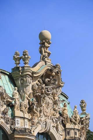dresden zwinger schloss glockenpavillon herkules weltkugel