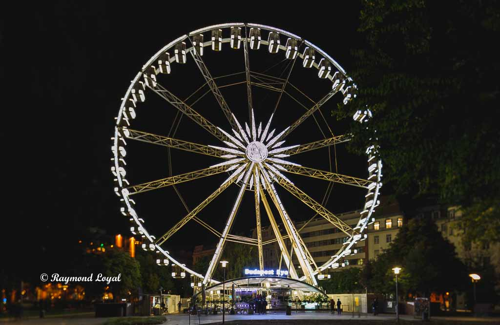 budapest eye at night