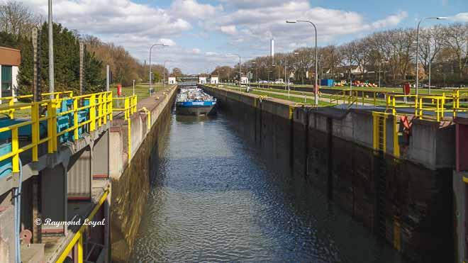 rhein-herne-kanal schleuse oberhausen schleusenkammer