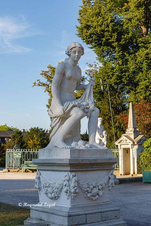 benrach palace pomona sculpture