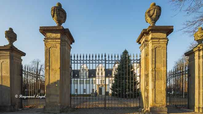 neuhaus castle paderborn main gate