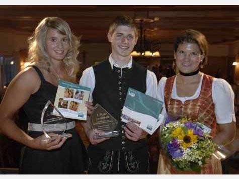Die Sieger Natalie Geisenberger und Seppi Estner mit Sabine Wittmann