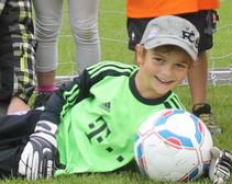 Torwart Vitus Hafner und die Bambinis vom SC Wall spielten ein erfolgreiches Hallenturnier und kamen bis ins Halbfinale.